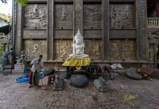Part of the Gangaramaya Temple being cleaned