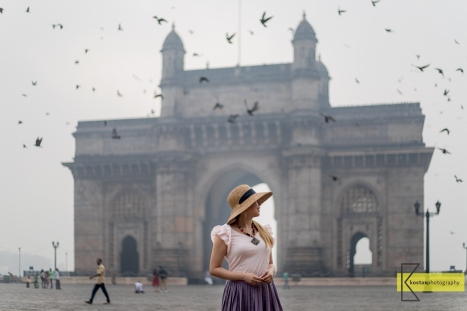 Mumbai gave us some foggy mornings when I wanted sunrise views. Since I cannot control the weather (yet) I used the natural soft light for my portrait and waited for the guest stars: the birds. Gateway of India, Mumbai.