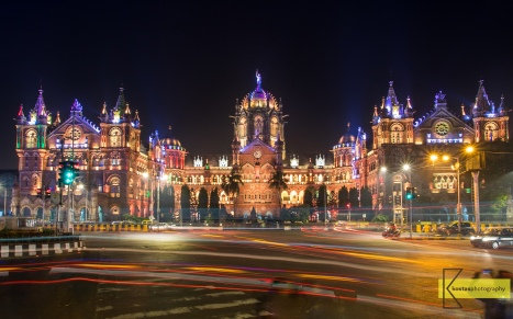 Victoria Terminus by night. I was aiming for a better photo, but to take a long exposure in such a busy place is already an achievement. Mumbai, India.