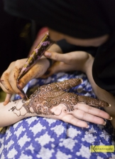 A True Henna artist at work.