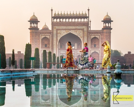 With the Great Gate in the background, these women dressed in their sarees gave an excellent subject. Didn't have time to change lenses, that's all I could do with the 17-40mm. Taj Mahal, Agra, India.