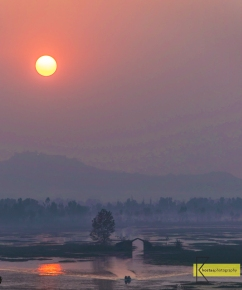 Our trip to India brought us to the North part, to Kashmir. At 1583 metres above sea level, this is my minimalist photograph during a sunset in the beautiful lake Dal. Srinagar city, Kashmir, India.