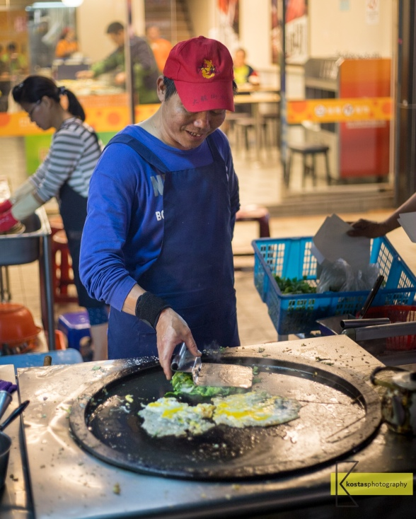 Cooking with a smile. Whoever visits Taiwan is mandatory to try the street food, not only for the taste but for the interaction with the locals, priceless. Dalong Street Night Market, Taipei
