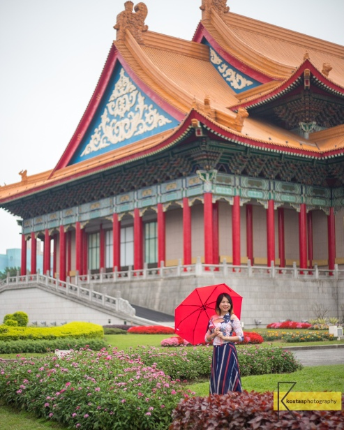 Taiwan's amazing temples give many opportunities for photography. I like to combine portraits with a nice background. National Chiang Kai-shek Memorial Hall, Taipei, Taiwan.