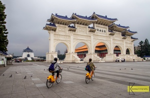 Tourists passing by the gate of Chiang Kaishek Memorial Hall. In Taiwan there are many locations where your can rent a bike, it's great to experience Taipei on a bike tour!
