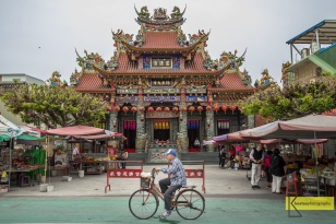 Accross Dragon and Tiger Pagodas there is this temple, 慈濟宮. Superb art decorated roof and of course the local bike riders give a great subject for photography. Kaohsiung, Taiwan.
