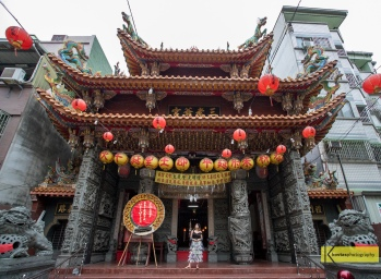 Tainan Chinese Temple 三老爺宮. Minimalist portrait.