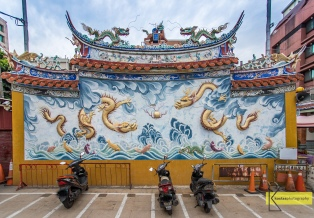 Parking Graphiti with traditional images (one dragon is never enough). Tainan, Taiwan.