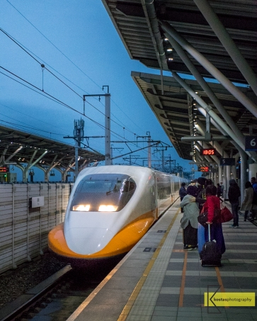 High Speed Rail Train in Taiwan provides an excellent way to reach fast and safe various cities of the island. It can reach 300km/h (measured by my GPS) and offers snacks, tea/coffee and toilets onboard. Excellent service!