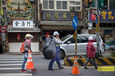 Road workers in Tamsui with a typical Taiwanese city background, even a temple with Dragon decoration (as usual).