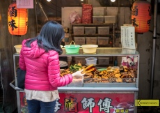 Not easy to choose food in Taiwan, the options are so many! Tamsui street market.